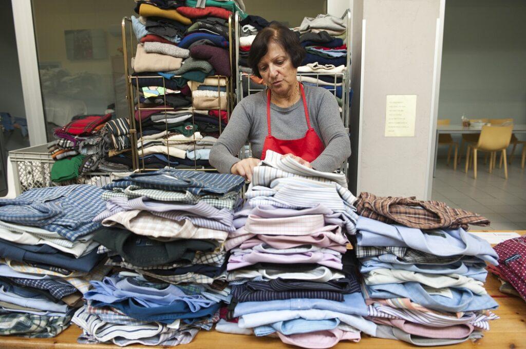 Regalare vestiti usati OSF