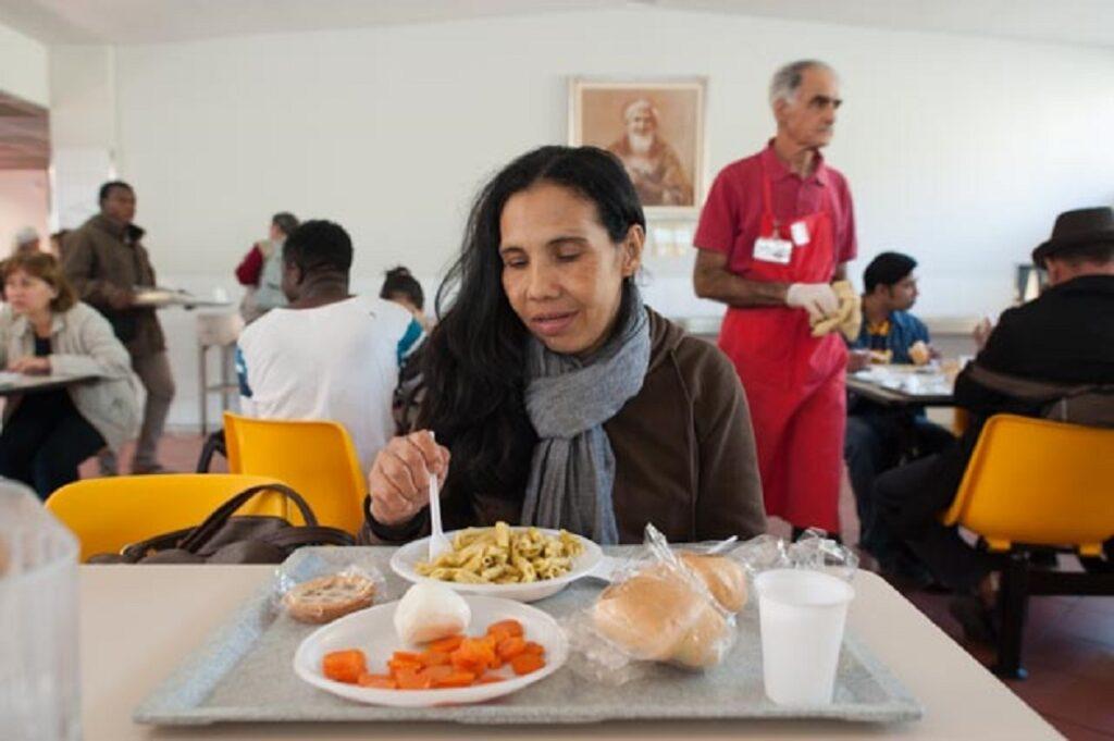 donare alimenti ai poveri