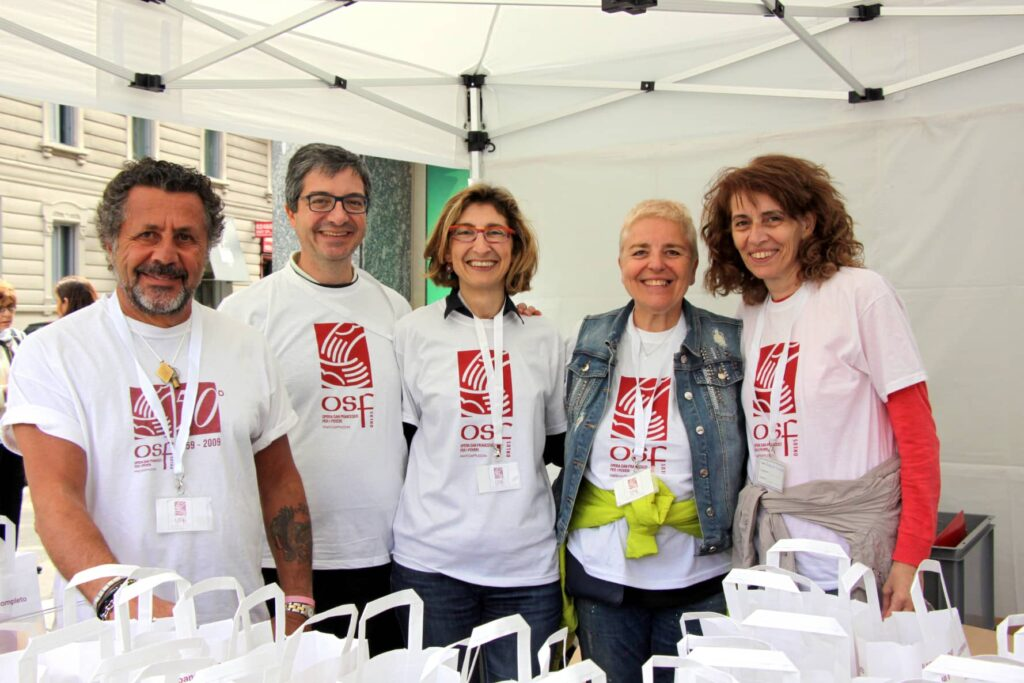 Foto di gruppo dei volontari di Opera San Francesco | OSF
