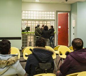 Ospiti in attesa allo sportello   OSF
