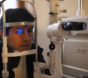 Visita oculistica su paziente | OSF