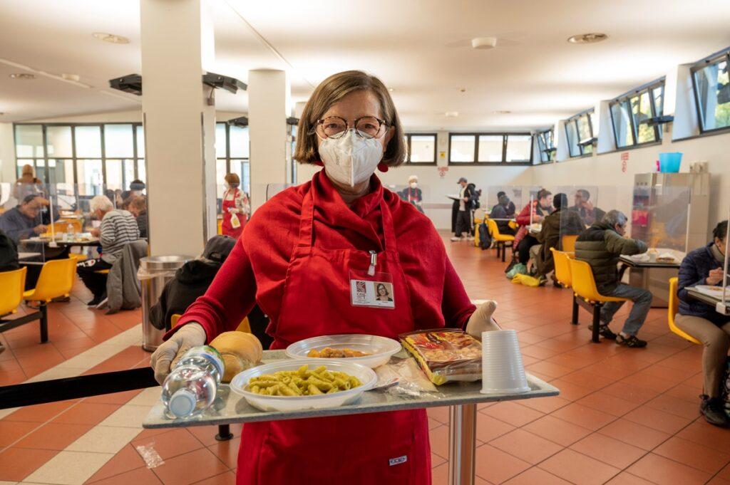 Volontario nelle mense di Opera San Francesco | OSF